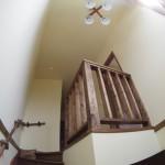 階段下から見た吹き抜け