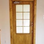 スウェーデン製のパインの玄関扉