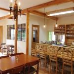 カウンターの隣には珈琲豆の焙煎室があります。