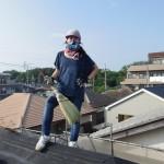 屋根の上で作業中!