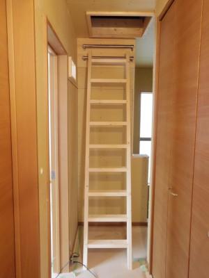 下のバーは階段使用時用!