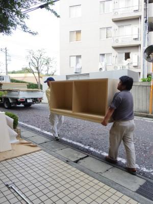 ある程度木工所でつくってきて物を組立てます。