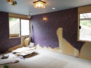 水色の壁紙の天井でした。
