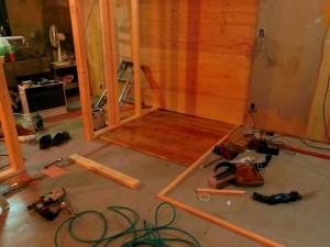 床板はパイン材にオールドパインの塗装を施しています。
