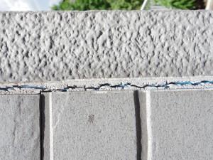 劣化した外壁材の継ぎ目
