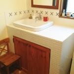 タイル張りの造作洗面台