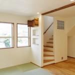 階段の隣りの畳スペースがあります。