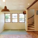 日当たりの良い窓際の畳スペース