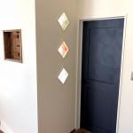 扉横の壁にはガラスブロックを埋め込みました♪