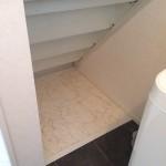 階段下も収納スペースにしました。