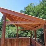 屋根のすぐ下に物干し台を設置しました。