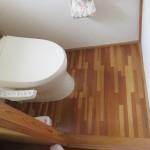 Before(トイレの傷んでいた床を張り替えました。)