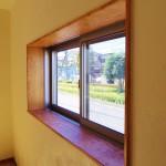 無垢の木の窓枠