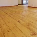 無垢パイン材の床