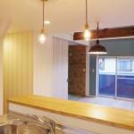 キッチンから見て左奥に和室があります。