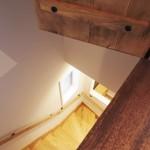階段の上の扉でした。