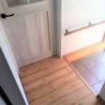 玄関入ってリビングドアがあります。