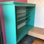 古い下駄箱を塗り替えました。