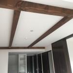 天井には飾り梁を設置。